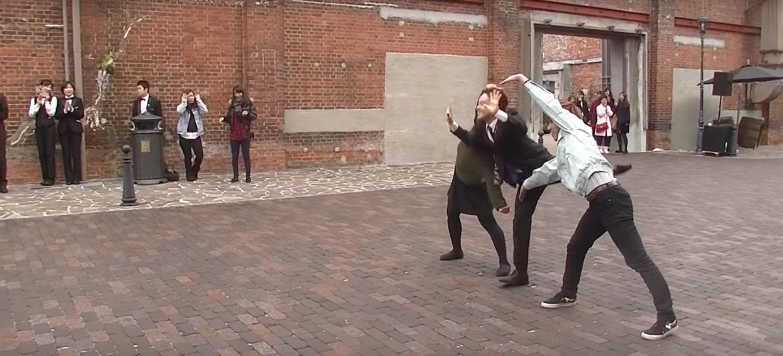 フラッシュモブダンス動画